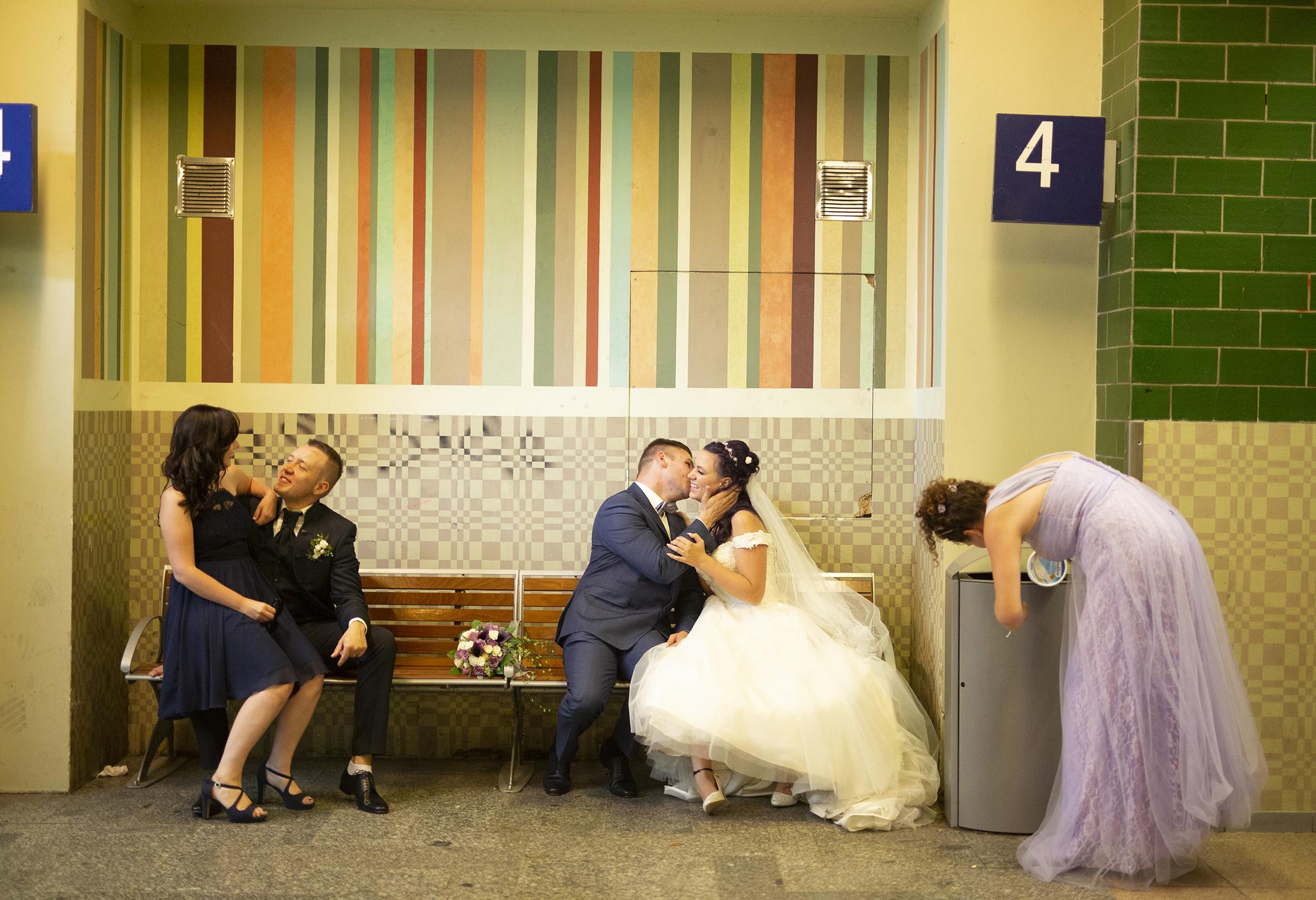 Hochzeitspaar_Bahnhof