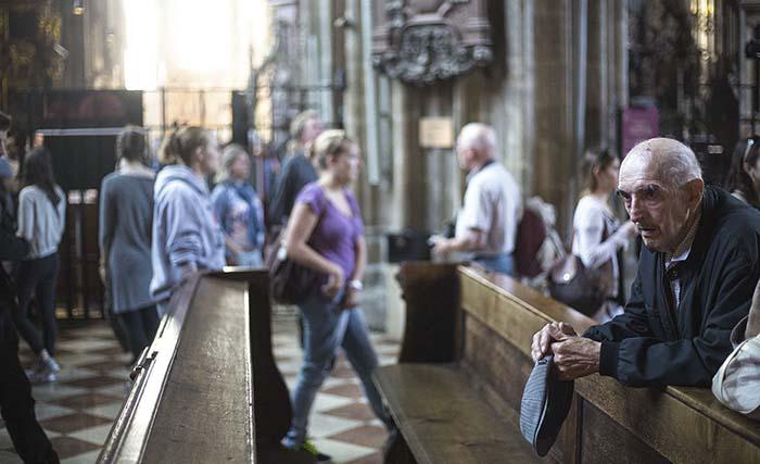 Opi in Kirche